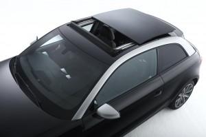 Audi A1 Panoramadach mit Polycarbonatblende im halboffenen Zustand