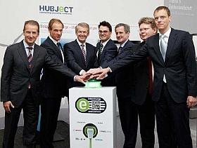 Dr. Herbert Diess (BMW), Dr. Volkmar Denner (Bosch), Prof. Dr. Thomas Weber (Daimler), Andreas Pfeiffer(Hubject), Dr. Frank Mastiaux (EnBW), Dr. Arndt Neuhaus (RWE), Dirk John (Siemens)