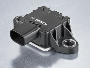 Der Schräglagesensor SU-MM5.10 von Bosch ist ein kleiner und leichter Schräglagesensor für Motorräder. Er misst neben Längs-, Quer- und Vertikalbeschleunigung auch die Gier- und Rollrate und errechnet daraus den Schräglage- und Nickwinkel. Diese Werte sind Voraussetzung für zahlreiche Sicherheits- und Komfortfunktionen.