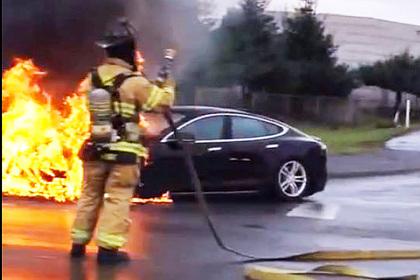 Brennender Tesla Model S