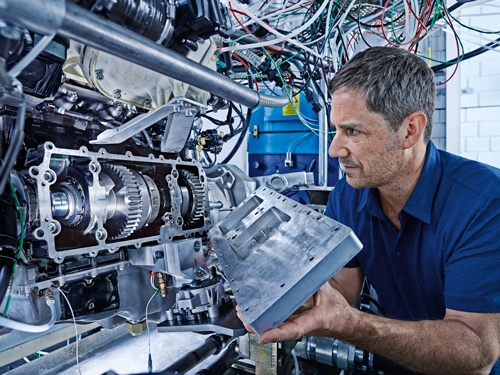 IAV Demontiertes Hydraulikmodul mit Nebenwelle und Kupplung