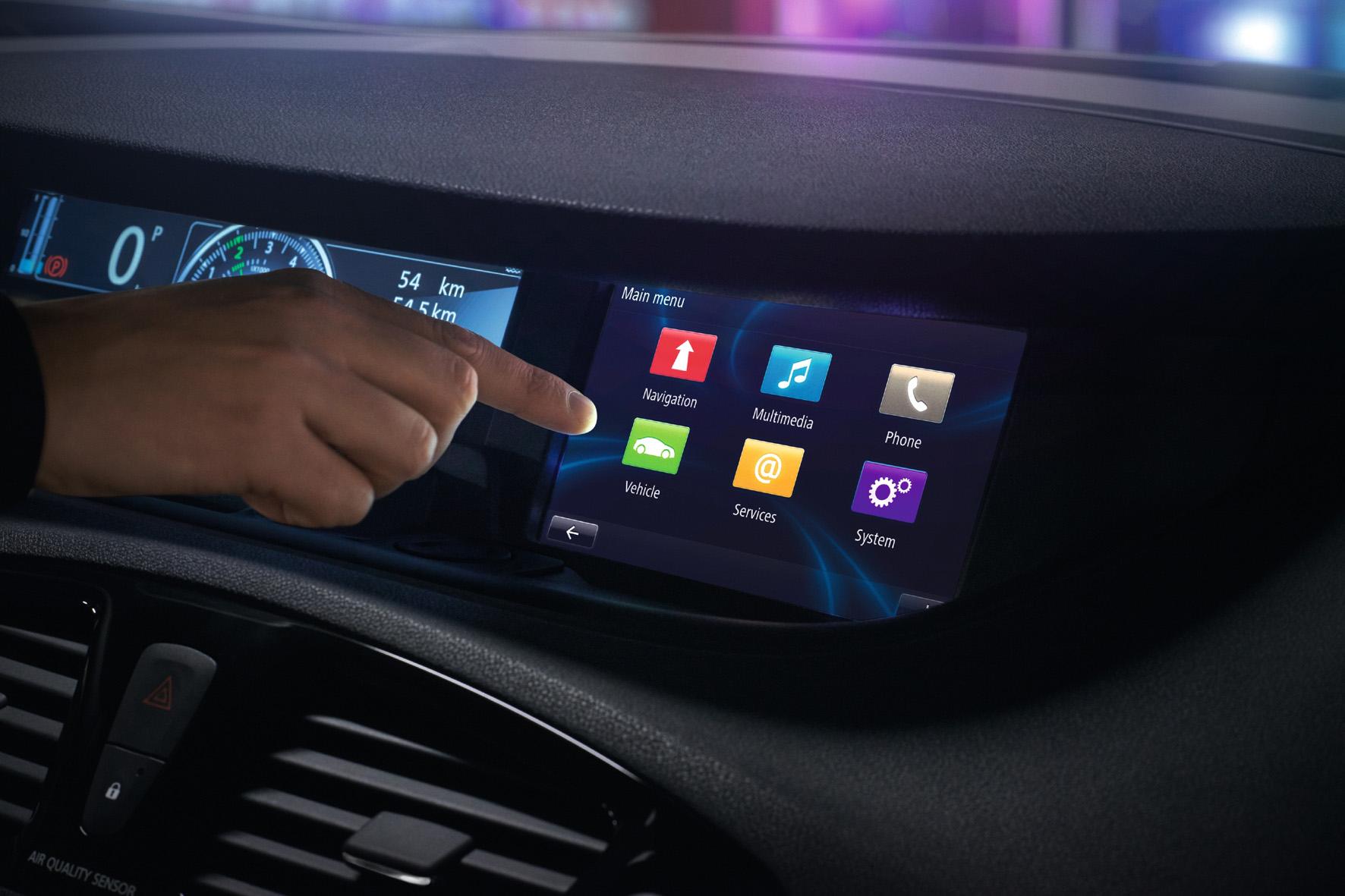 Für viele Autofahrer bereits eine Selbstverständlichkeit – das Nutzen von Internet-Funktionen im Pkw. Bild Renault