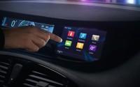 Für viele Autofahrer bereits eine Selbstverständlichkeit - das Nutzen von Internet-Funktionen im Pkw. Bild: Renault