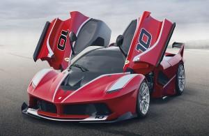 Der Ferrari FXX K wird jetzt auf der Formel-1-Piste von Abu Dhabi vorgestellt. Der Hybrid-Flitzer hat 1 050 PS unter seiner roten Haube