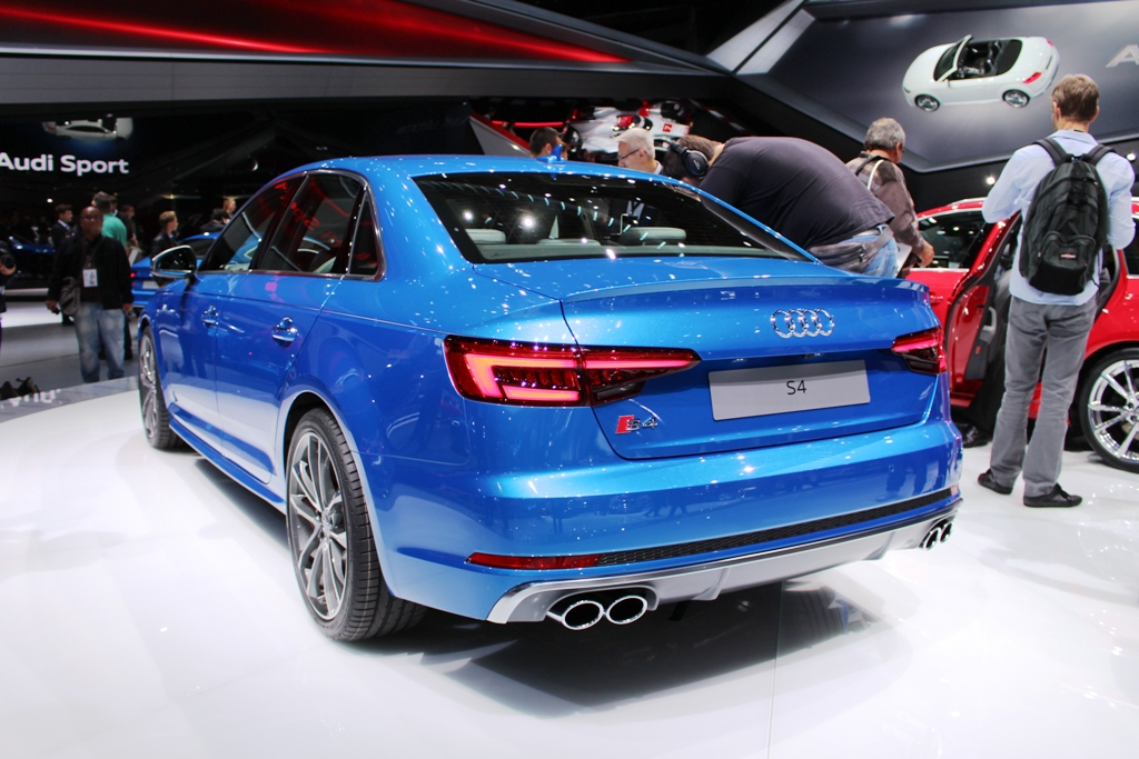 Audi S4 hinten