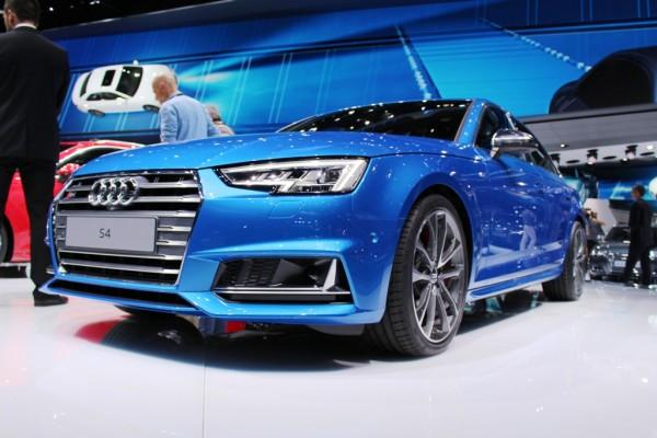 Audi S4 vorne tief