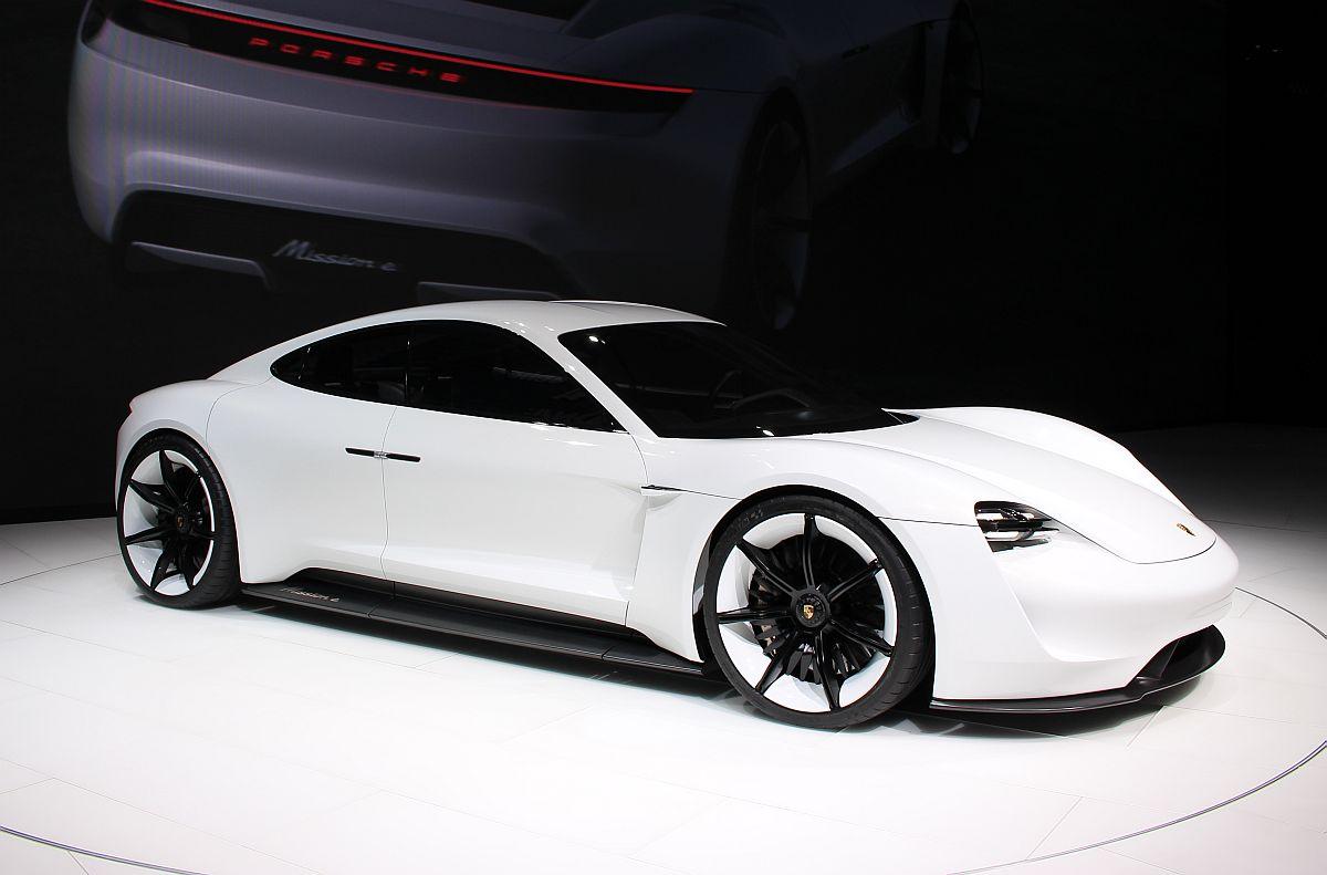 Porsche Mission E 01