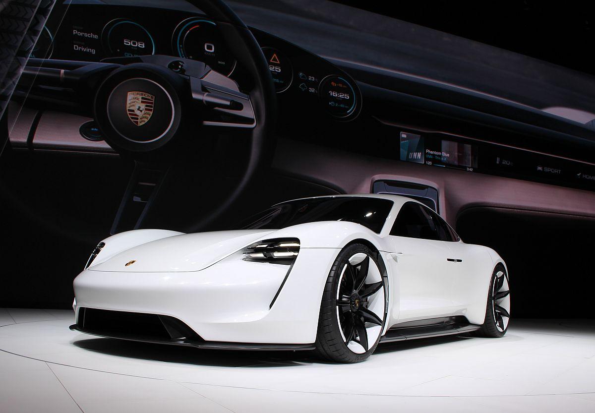 Porsche Mission E 03
