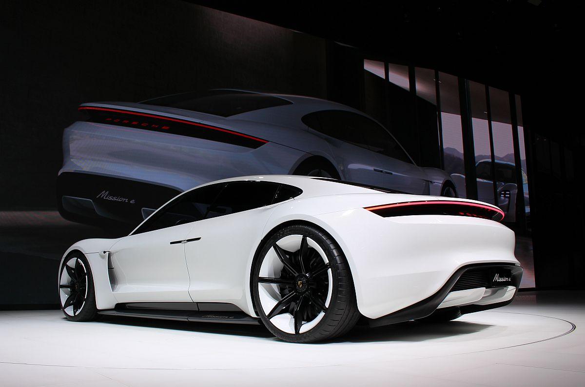Porsche Mission E 05
