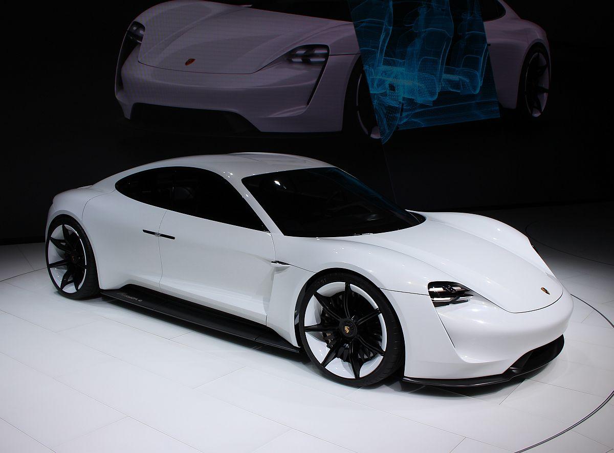 Porsche Mission E 06