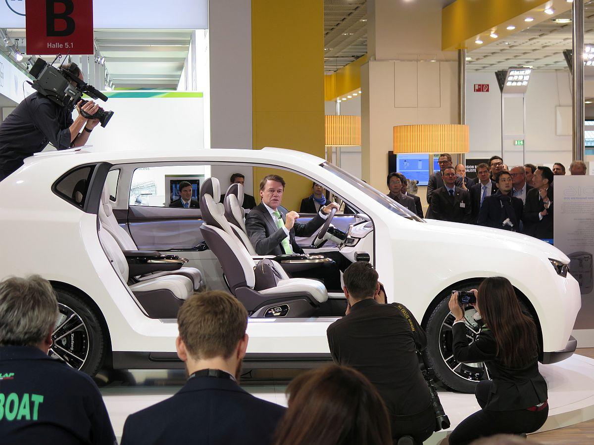 Iaa 2015 Yanfeng Wagt Mit Dem Konzept Id16 Einen Blick In Die Zukunft Des Automobilinterieurs