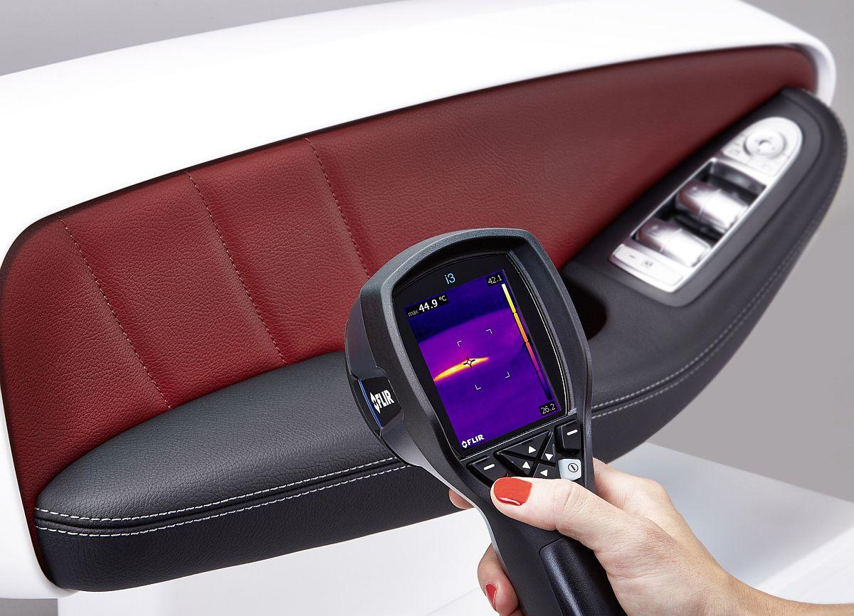 Neue beheizbare Armlehne von Yanfeng Automotive Interiors bietet mehr Komfort und Behaglichkeit / Mit beheizbarer Armlehne auch an kalten Wintertagen komfortabler unterwegs