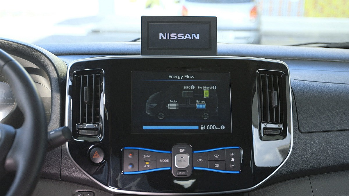 Nissan e-NV200e-Bio-Fuel Cell-2