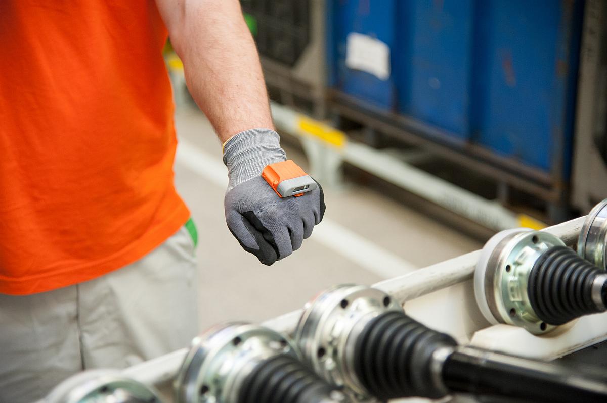 Smart-Handschuh Pro-Glove in der Logistik bei Skoda