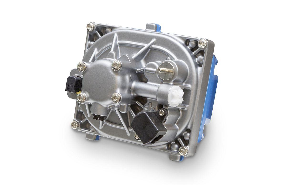 Die neue Elektrohydraulische Servolenkung EHPS, bestehend aus Drehstrom-Synchronmotor, Steuergerät, Hochleistungselektronik und Hydraulikpumpe, senkt den Kraftstoffverbrauch von Omnibussen. Bild: Daimler
