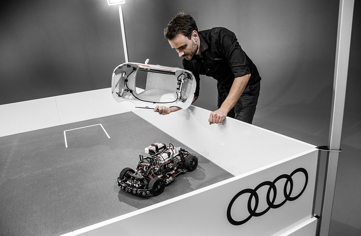 audi-q2-deep-learning-concept