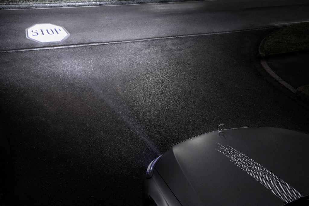 mercedes-benz-digital-light