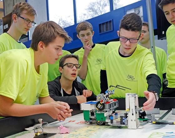 Brose-Wettstreit-der-Lego-Roboter-in-Wuerzburg-2-2017_textbild_lire