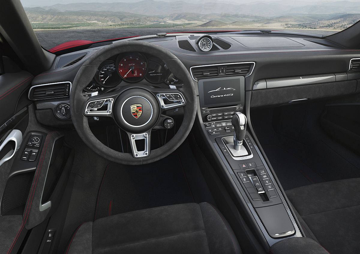 Cockpit des Porsche 911 Carrera 4 GTS Cabriolet