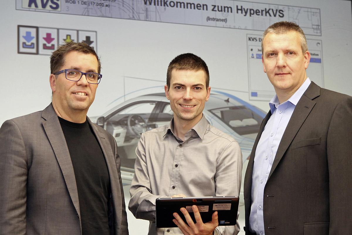 Ideengeber Sebastian Wenzel (Mitte) mit Ralf Wenzel (links), Leiter Konzeptauslegung Interieur in der Technischen Entwicklung von Volkswagen, und IT-Systembetreuer Oliver Finke. Bild: Volkswagen AG