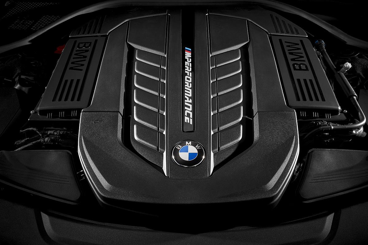 BMW M760Li XDrive V12 Biturbo Motor Im Neuen