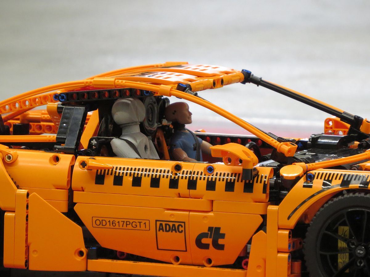 ADAC Crashtest-Porsche 911 GT3 RS Lego 2