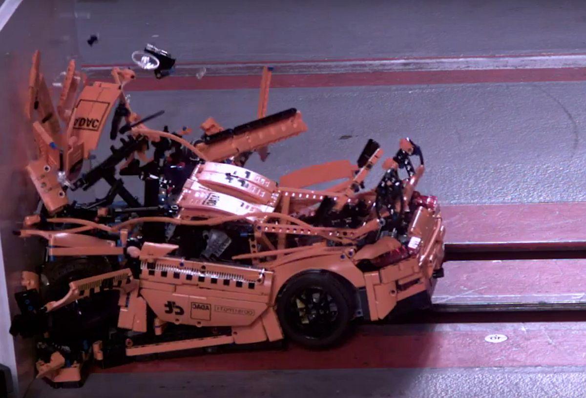 ADAC Crashtest-Porsche 911 GT3 RS Lego Crash