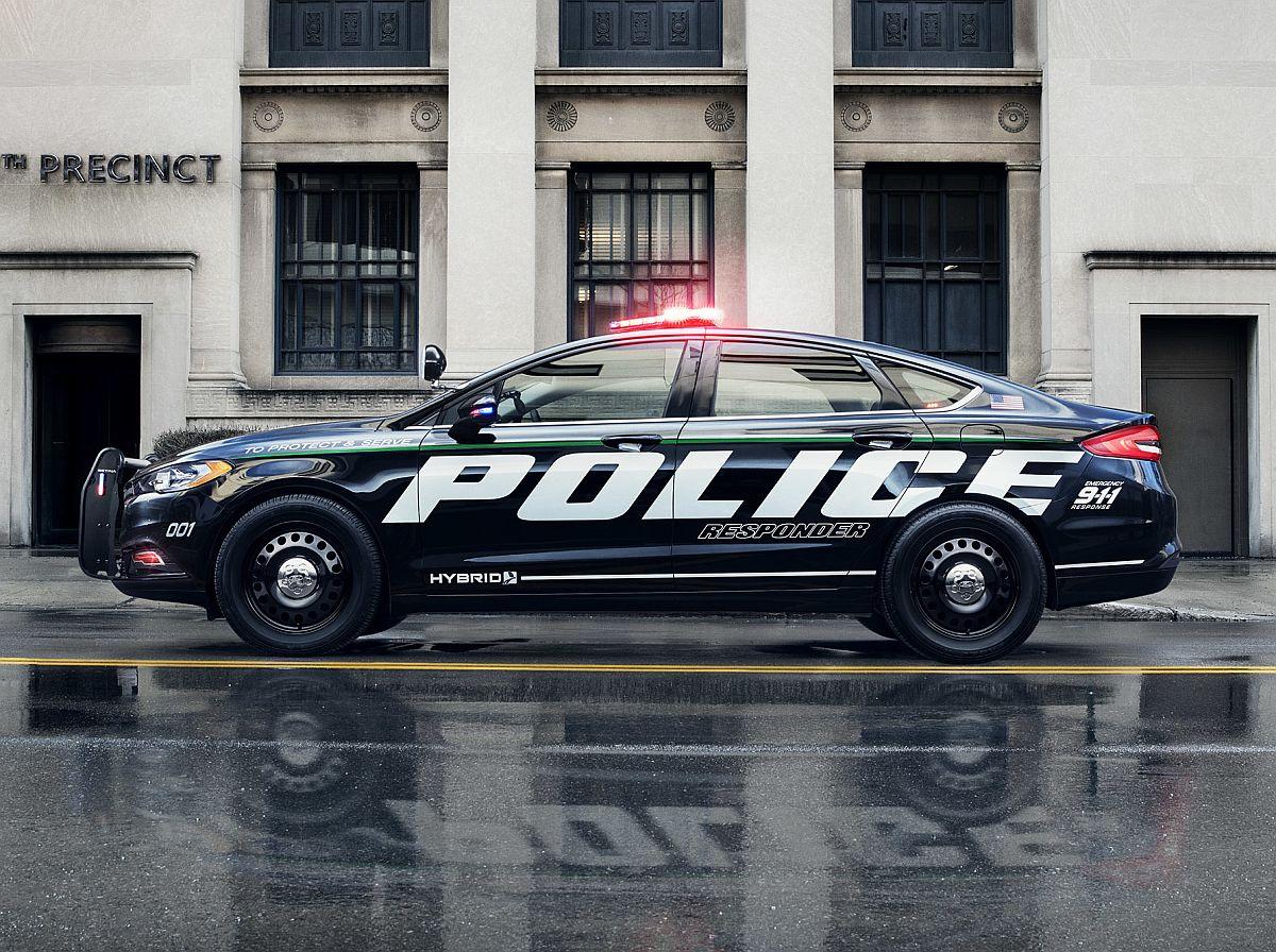 Ford Police Responder Hybrid Sedan2