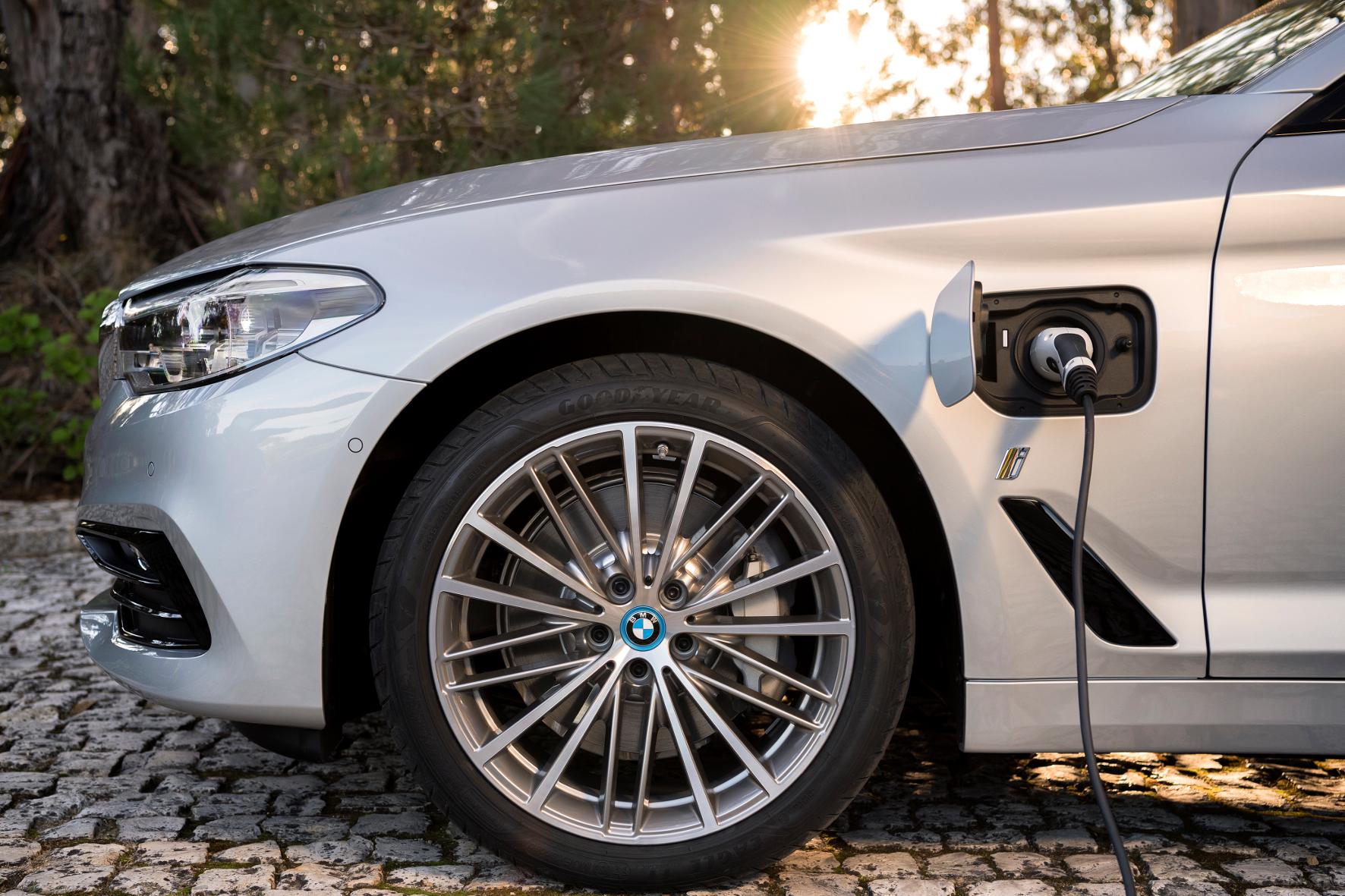 Magna baut BMW 530e und Jaguar I-Pace
