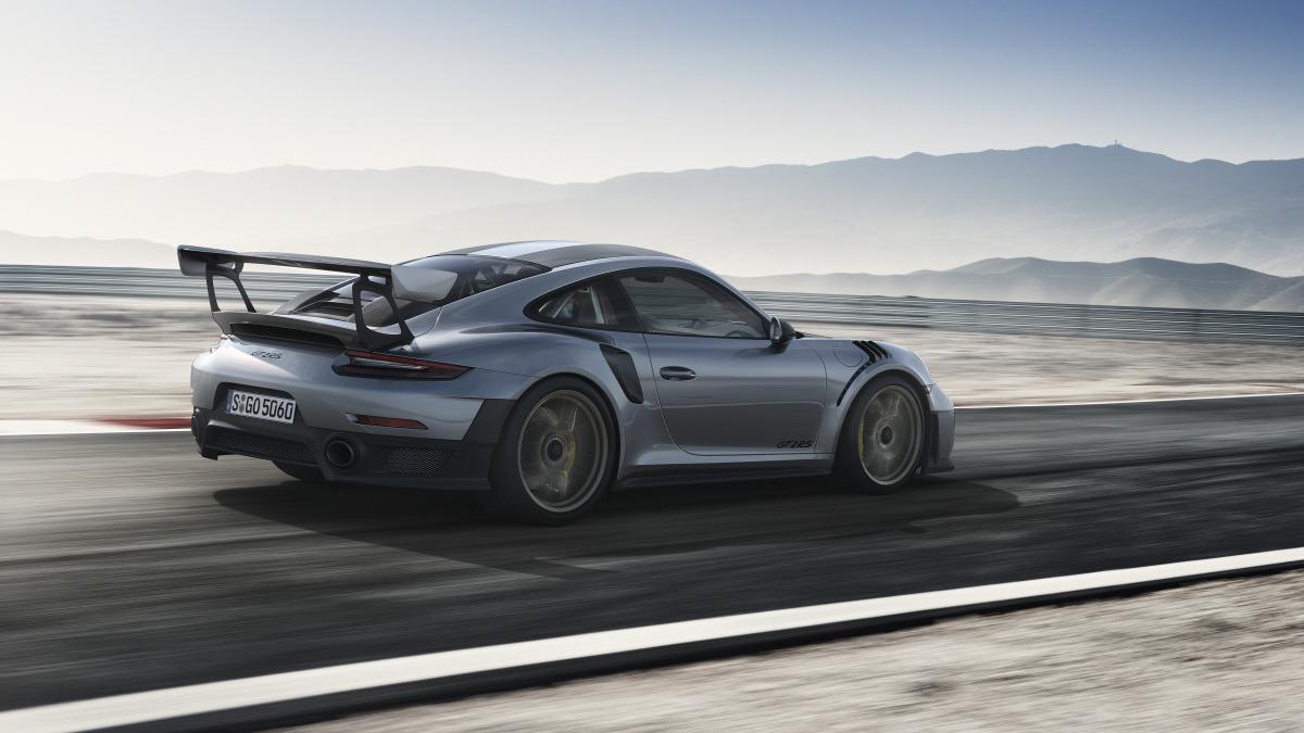 Porsche 911 GT2 RS-04