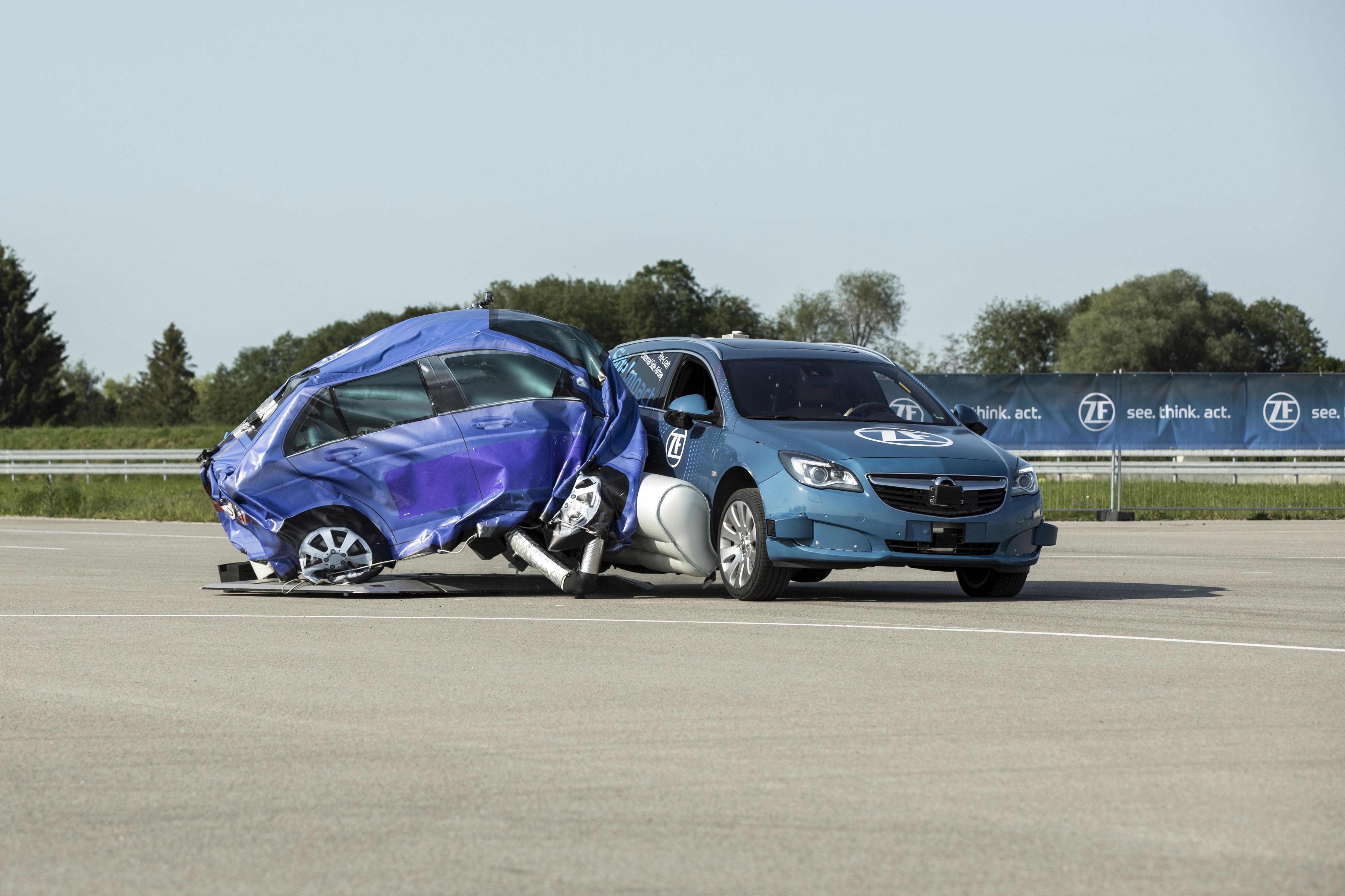 ZF, Side Impact Protection, Pre-Crash-System mit externem Seiten